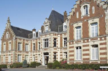 VW Van and NAJETI Hôtel Château Tilques